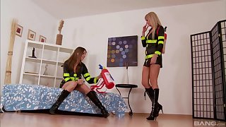 Eufrat and Bianca Oxa know how to please each other's pussies