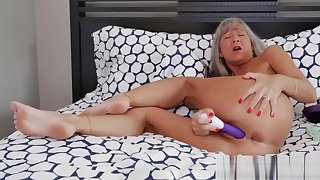 Sexy Milf Leilani In Naughty Stepmom Leilani Lei Gives Titjob Cool Touching Dads Friend