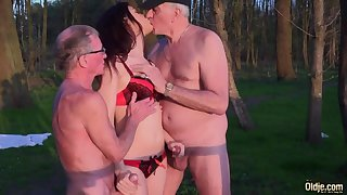 Young nympho Jessica is fucked unconnected with two seniors in the park